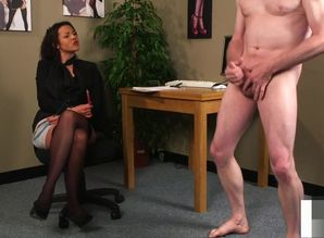 English hidden cam training stud to tug