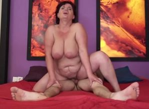 Beauteous big-chested mature dame in..