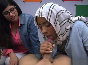 Arab female deepthroating schlong..