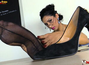Educator in pantyhose strap on dildo JOI