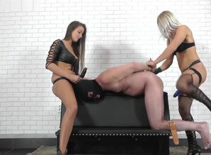 Zita and  Amanda - Double-penetrated