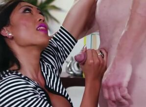 Transsexual Venus Lux enjoys boinking..