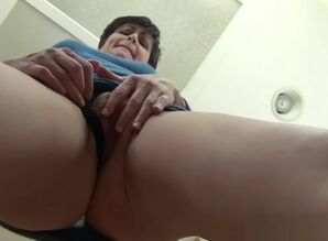 Upskirt  - close-up virtual mommy..